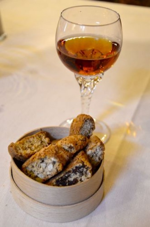 Desert Wine with Amaretti Cookies