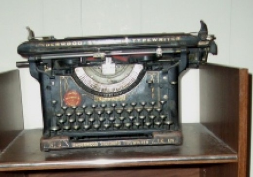 Underwood #3 antique typewriter