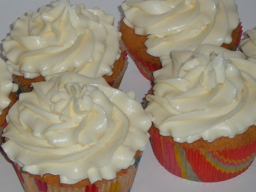 Cupcakes with white butter cream frosting