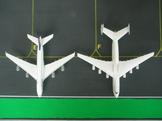 Length comparison between an A380 (left) and An-225 (right).