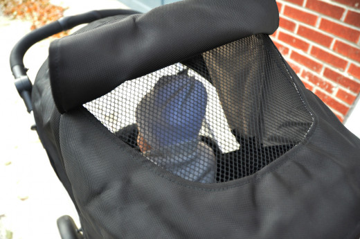 Britax B-Ready's magnetic peekaboo window