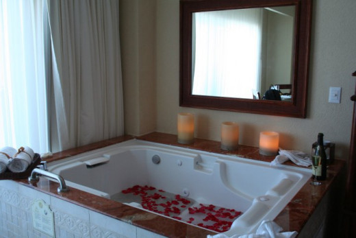 Romantic Jacuzzi in Suite