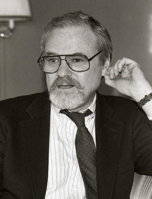 Alan J. Pakula.
