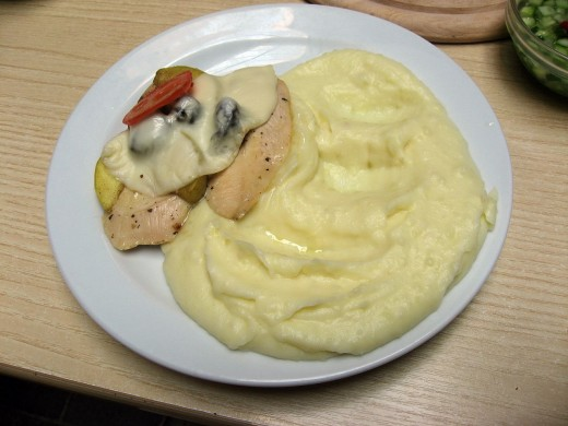 Chicken with apples olives and mashed potatoes