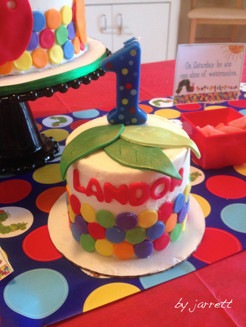 Small smash cake for the birthday boy!
