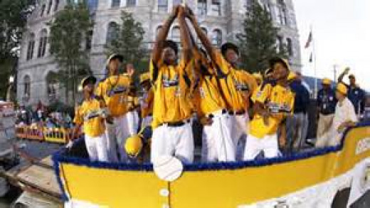 Jackie Robinson West participates in the L.L.W.S. parade.