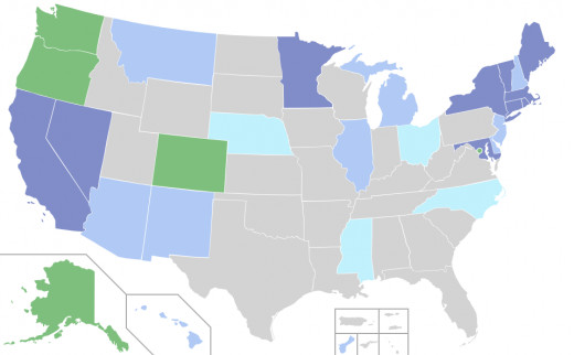 Dark Green: State with legalized cannabis.  Dark Blue: State with both medical and decriminalization laws.  Lighter Blue: State with legal medical cannabis.  Lightest Blue: State with decriminalized cannabis possession laws
