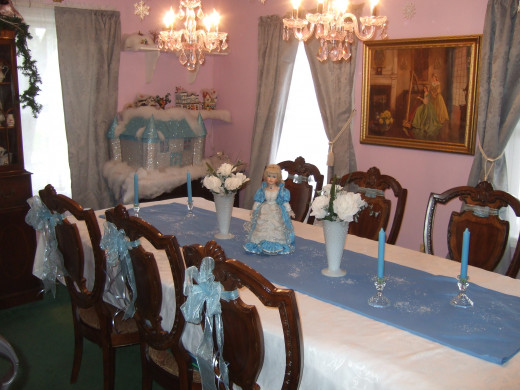 Frozen Themed Table Decorating