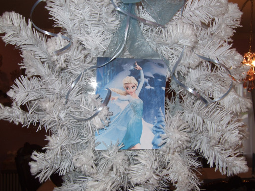 Elsa In The Wreath, Casting An Ice Spell!