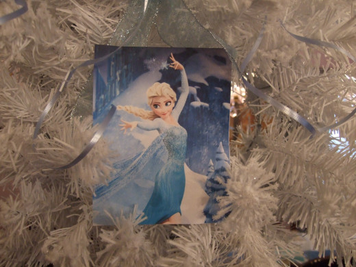 Elsa owns that wreath!