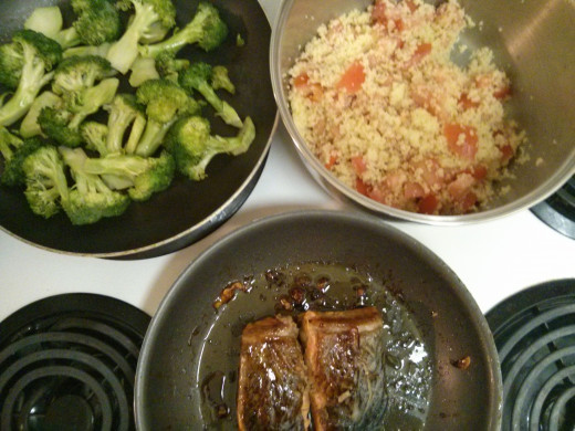 You can get your entire dinner ready at the same time, if you time your cook times between each meal item.  I had these three items going all at the same time and was able to get a full, balanced meal complete in 20 minutes!
