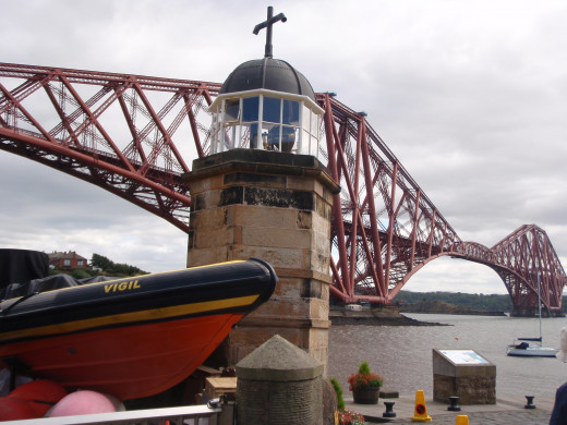 The Forth Road Bridge is a suspension bridge connecting Edinburgh, at South Queensferry, to Fife at North Queensferry.
