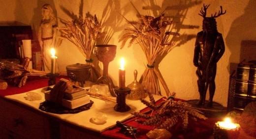 A modern neopagan altar for Lammas