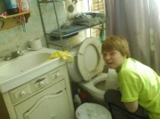 Many methods can be used to unclog, or clean the toilet.