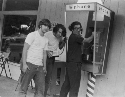 "Bob Gudgel, Jay Dee Pritchard, and John ""Captain Crunch"" Draper with a bluebox. Duvall, Washington, 1971. Photo courtesy Bob Gudgel."