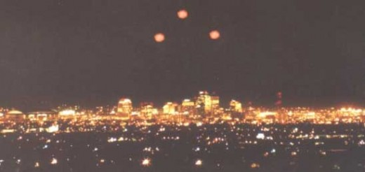 ufo lights spotted over Phoenix