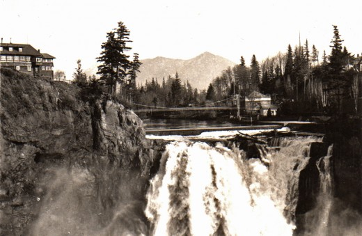 Historical Photo of Snoqualmie Falls and Snoqualmie Lodge