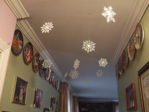 I decorated 3 rooms with snowflakes on the ceilings - the dining room, the kitchen & the hallway.