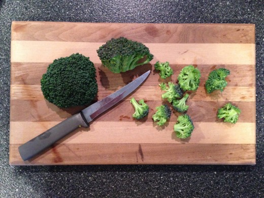 Many broccoli florets make up the entire crown.