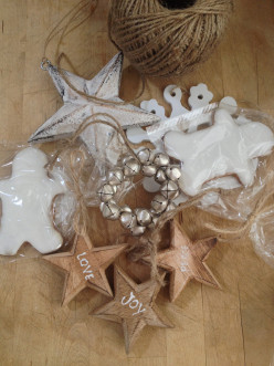 How to Celebrate the Magic of the Season with Limited Time and Create an Inexpensive Relaxed Christmas Party at Home