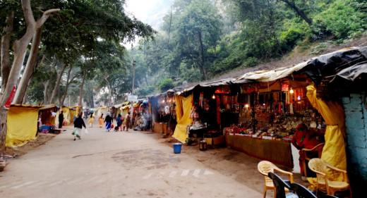 The way to Sati Anusuya temple