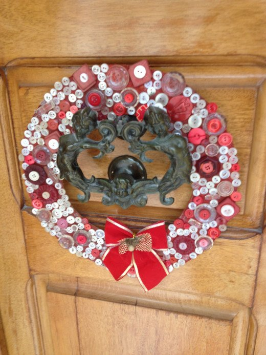 A button wreath on a front door knocker by Kikalina