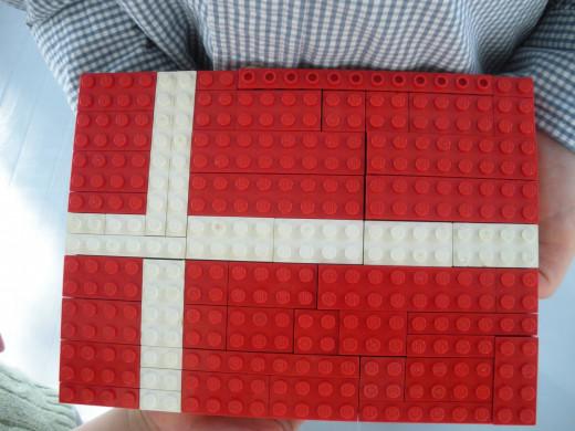 Lego flag image credit: http://frhinestonebeagle.blogspot.com%2f2011_07_01_archive.html/RK=0/RS=yzF4sGb2DP0nsaAml6y_s9evHcM-