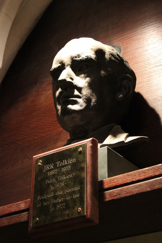 A bust of Tolkien at Oxford University