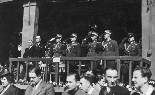 From right to left: Col. Zbigniew Brochwicz-Lewiński, Gen. Piotr Skuratowicz, Gen. Stefan Dembiński, Gen. Juliusz Rómmel, Marshal Rydz-Śmigły.