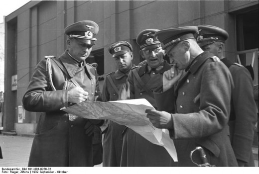 General von Blaskowitz with XIII Armeekorps CG General von Weichs (centre).