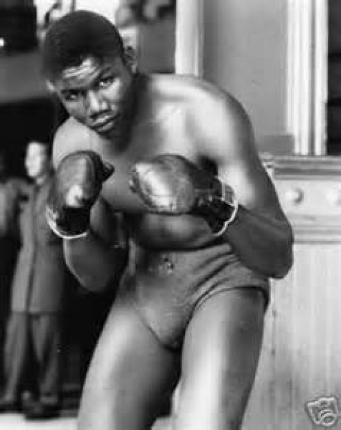 Jimmy Bivins was a top contender in the light heavyweight and heavyweight divisions. Bivins was a master boxer in the boxing ring and a classy prizefighter.