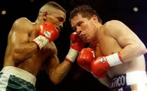 Frankie Randall became the first person to ever beat Julio Cesar Chavez and he scored a knockdown in the process.