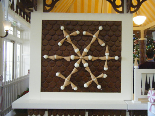 At the Boardwalk the gingerbread art is themed after ice-cream cones.