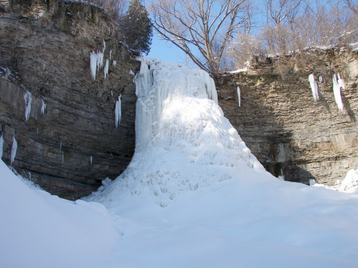 Borer's Falls had ice extending the full height creating an Ice Cave behind the frozen waterfall.