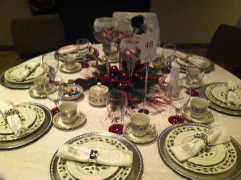 4. Beutiful dinning set Christmas display.
