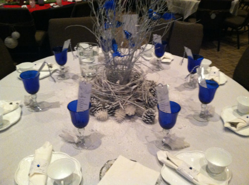 9, A winter white and blue Christmas Table Theme.
