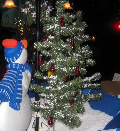 10. A snowman centerpiece.