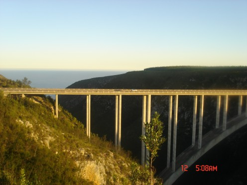Bloukrans Bridge on the Garden Route where you can stop to bungy jump