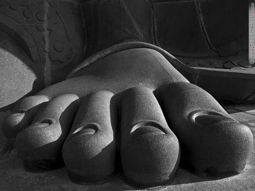 Foot of the giant Thiruvalluvar statue