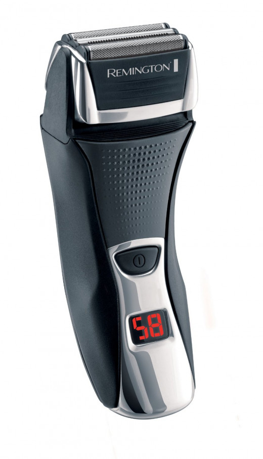The Remington F7800 Shaver feels good in the hand