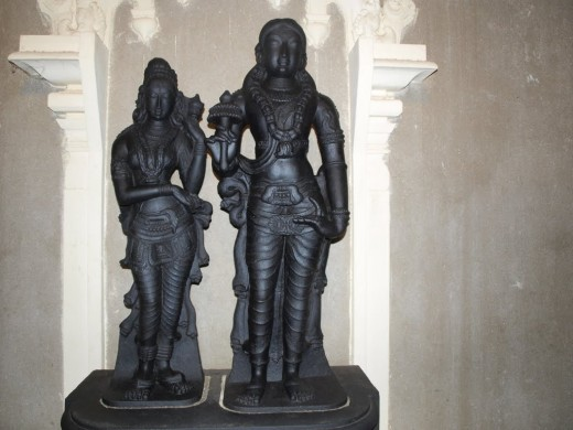 statue of Kannaki and Kovalan