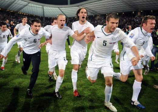 Players celebrate after Slovenia defeated Russia to qualify for the 2010 World Cup.
