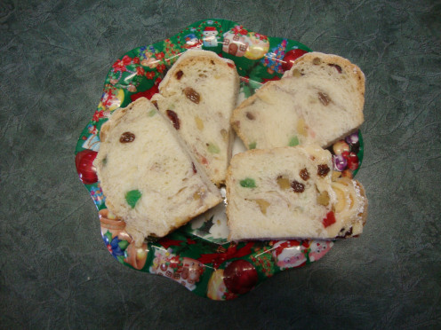 Image: Sweet Bread on Plate for Christmas