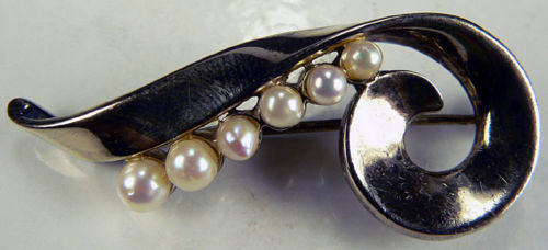 rare signed DeRosa pin with pearls