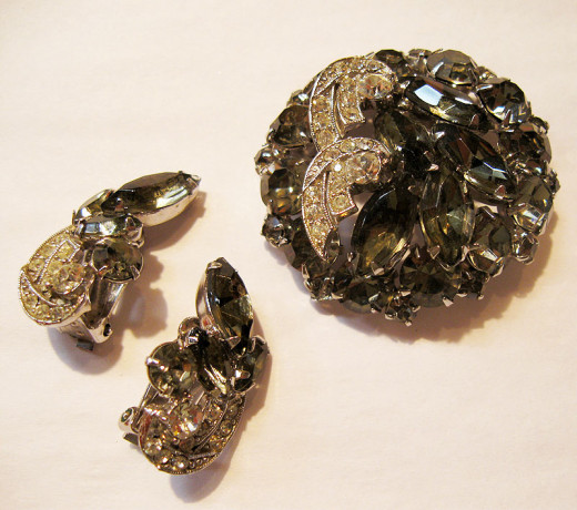 black diamond pin and earrings vintage jewelry set by Weiss