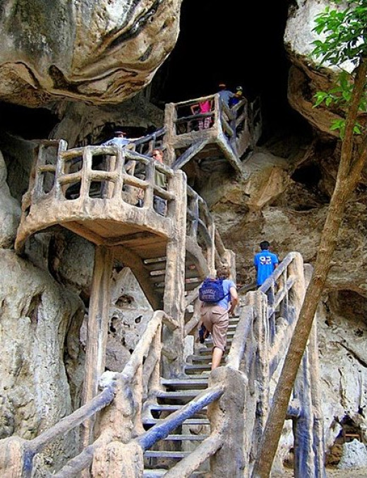 Khao Khanap Nam has several impressive caves with huge clusters of stalactites and stalagmites.