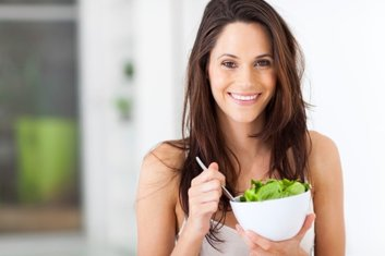 Eat leafy greens to improve your skin.