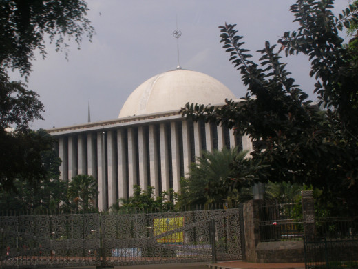 Istiqlal Mosque from outside its gates