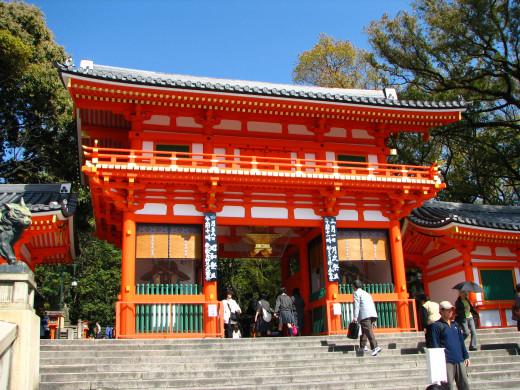 Main entrance gate to Yasaka Jinja