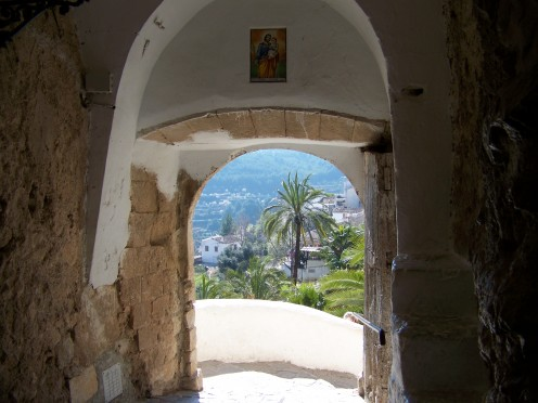 View framed by 'Portal de San José'